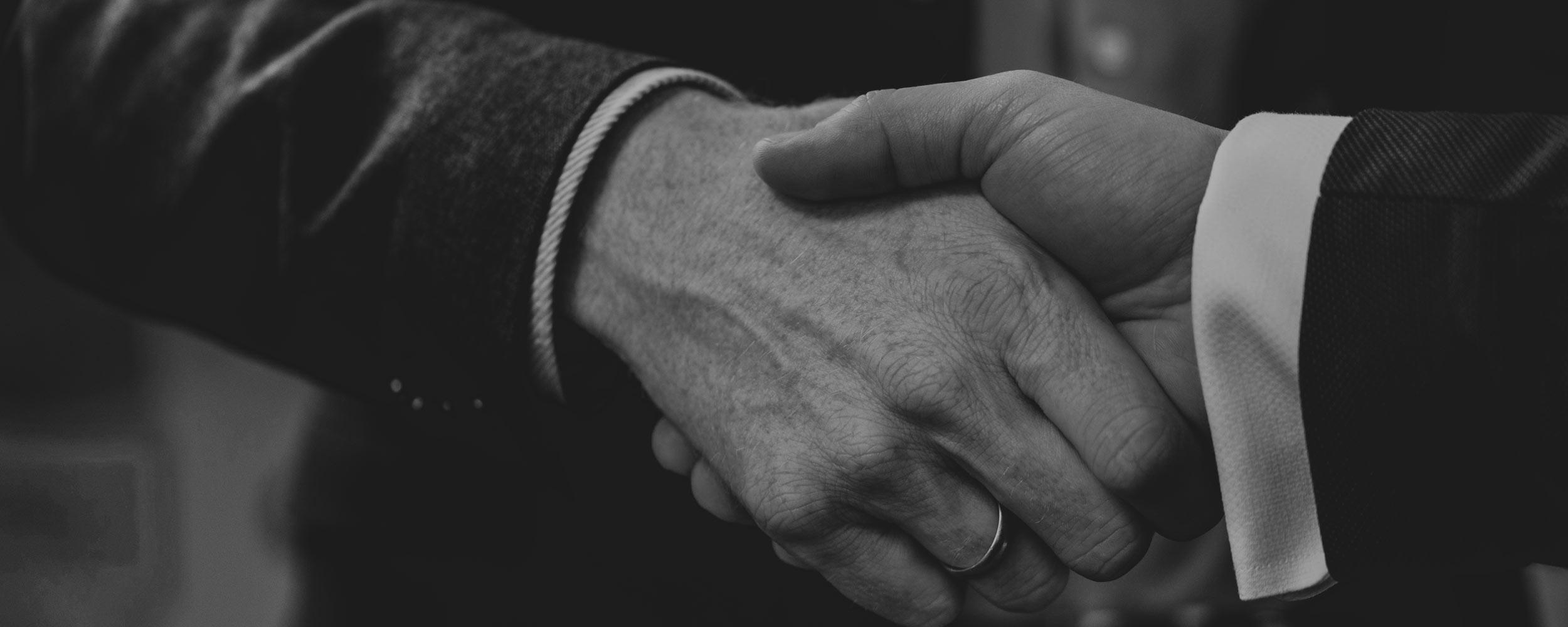NEXIS 4 |Partner | Handschlag
